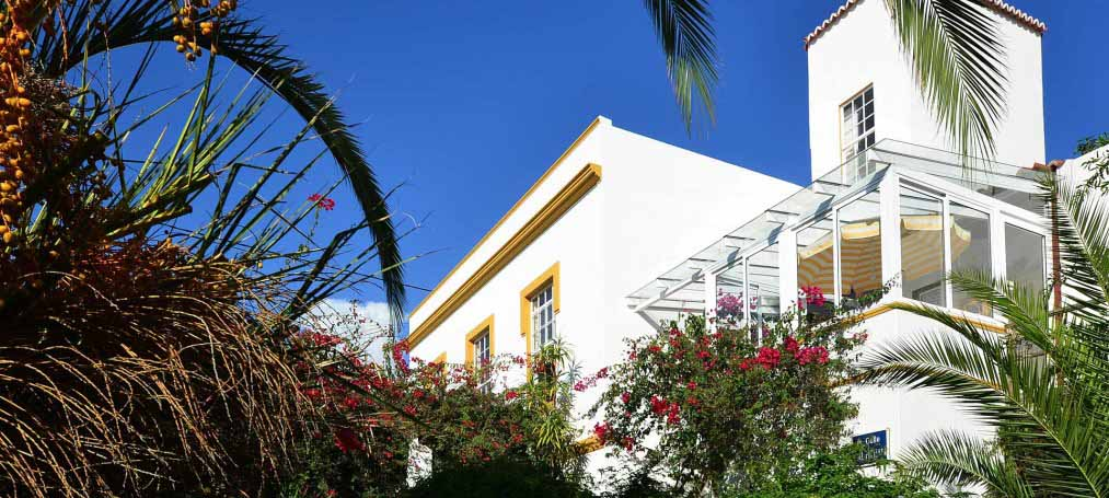 Villa in Colonial style with Canarian guest house