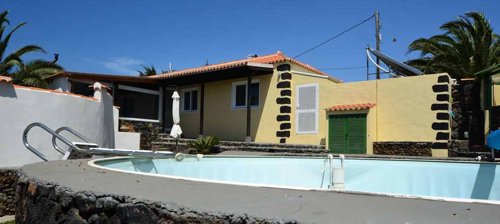 One-family house with pool in very good residential area