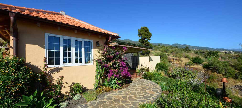 Beautiful Finca with main and guest house