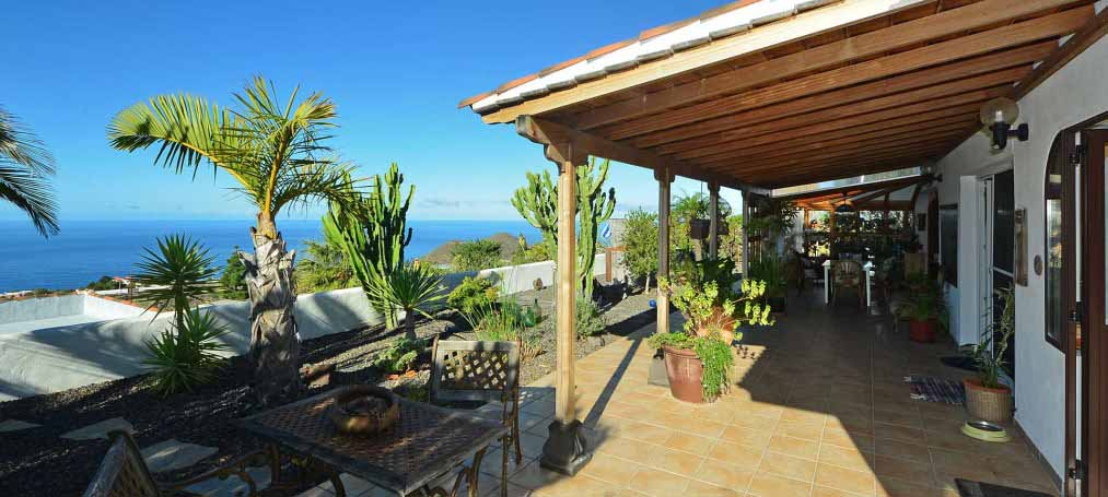 Large Finca with pool and separate guesthouse