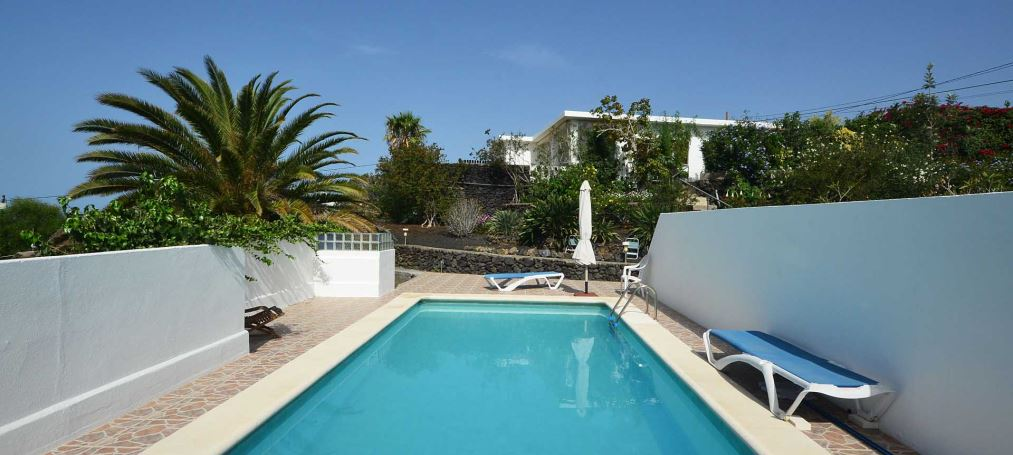 Bungalow with pool and rental licence in Las Norias
