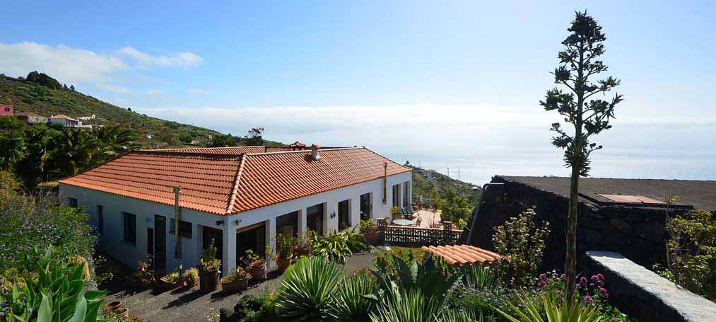 Very large property with magnificent Atlantic views